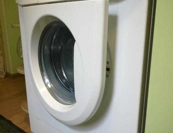 Закрывать ли дверцу стиральной машинки после стирки?